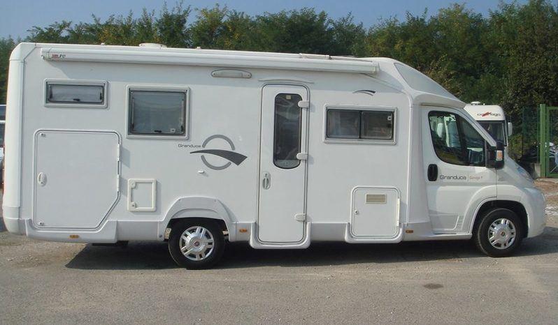 Caravans International Riviera Garage P Camper  Parzialmente Integrato Usato