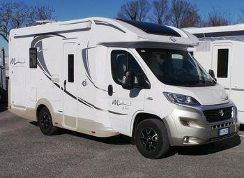Caravans International Magis 94xt Con Letto Basculante Camper  Parzialmente Integrato Usato