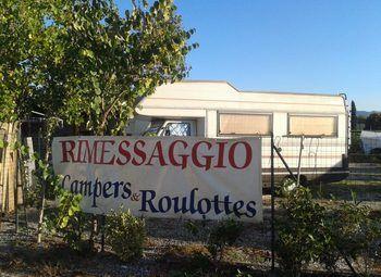 Foto Area Rimessaggio Camper Barche E Roulottes Camper  Roulotte Usato