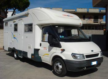 Foto Caravans International Riviera Garage P Camper  Parzialmente Integrato Usato