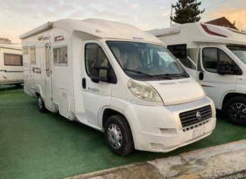 Caravans International Riviera Garage Camper  Parzialmente Integrato Usato