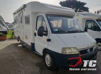 Caravans International Cipro 35 Camper  Parzialmente Integrato Usato